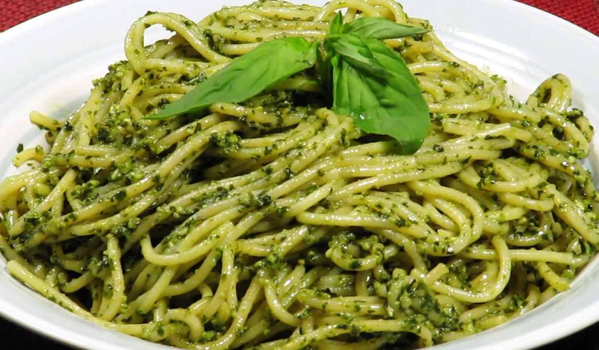 Spaghetti con pesto aromatico