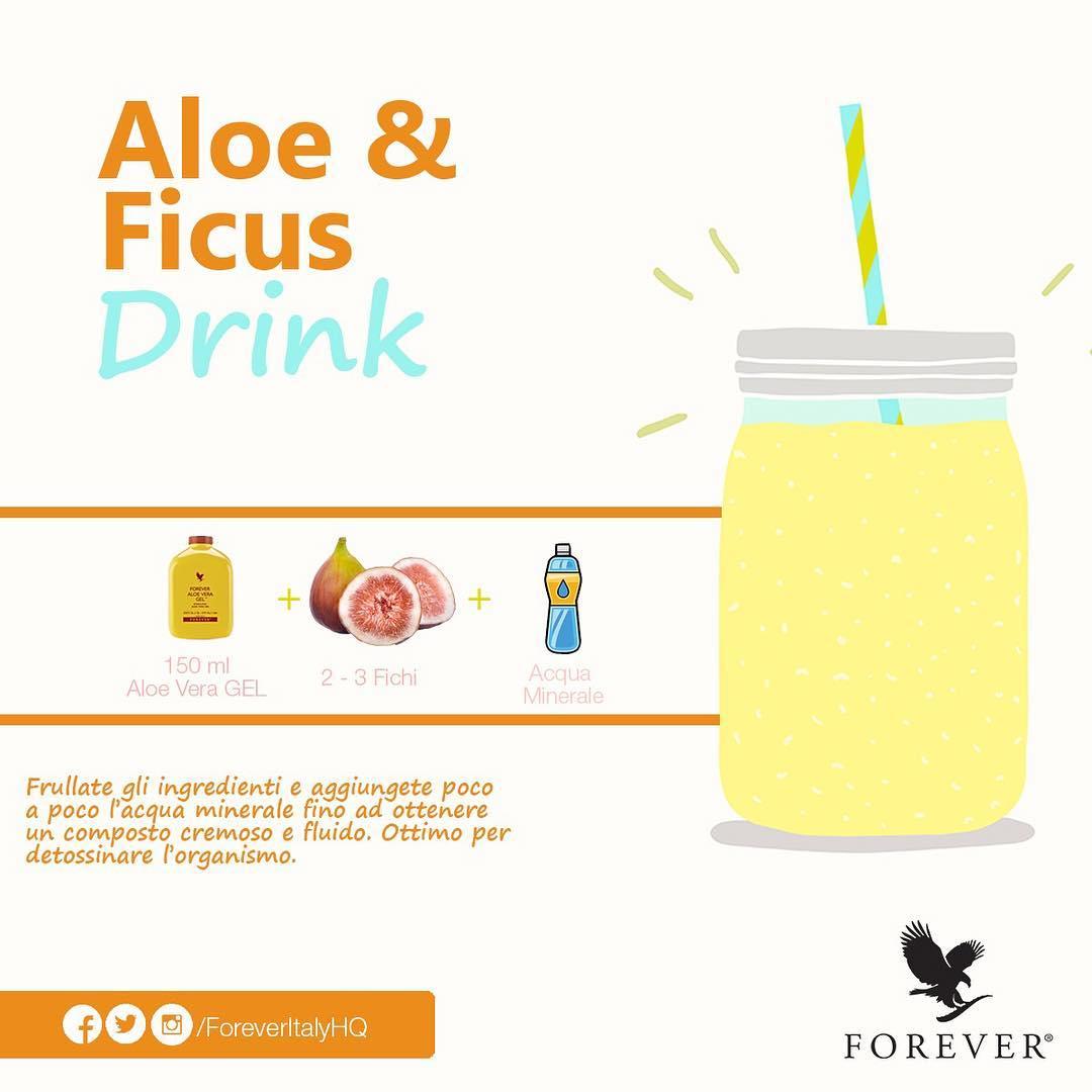 Aloe, frutta fresca e acqua